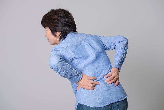 ぎっくり腰からくる骨盤の歪みも同時に施術します。